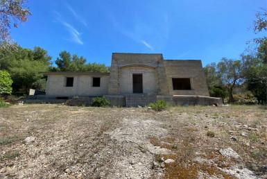 Villa allo stato rustico a Casarano